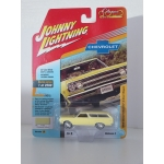 Johnny Lightning 1:64 Chevrolet Chevelle 2 Door Wagon 1965 goldwood yellow