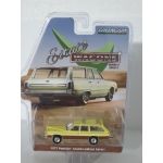 Greenlight 1:64 Pontiac Grand LeMans Safari 1977 yellow with woodgrain
