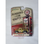 Greenlight 1:64 1956 Ford F-100 Red Crown Gasoline