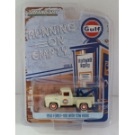 Greenlight 1:64 Ford F-100 1956 with Drop-in Tow Hook Gulf Oil