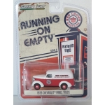 Greenlight 1:64 Chevrolet Panel Truck 1939 Red Crown Gasoline